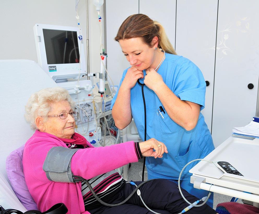 Dialyse Zentrum Sauerland Blutdruckmessung Patienten